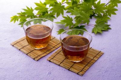 2杯の麦茶