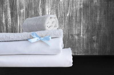 白いシーツ、青いリボン