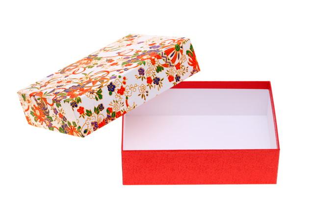 花柄の赤い箱