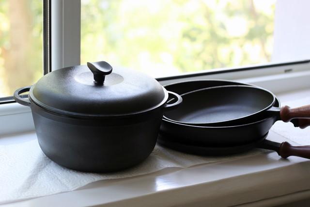 たくさんの鉄鍋