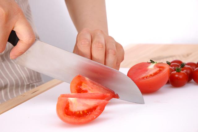 セラミック包丁とトマト
