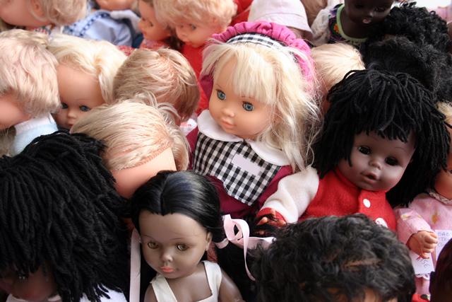 たくさんの外国人形