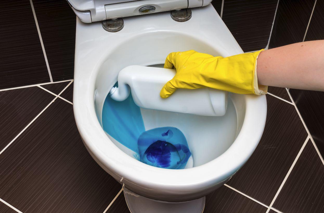 便器に青い洗剤
