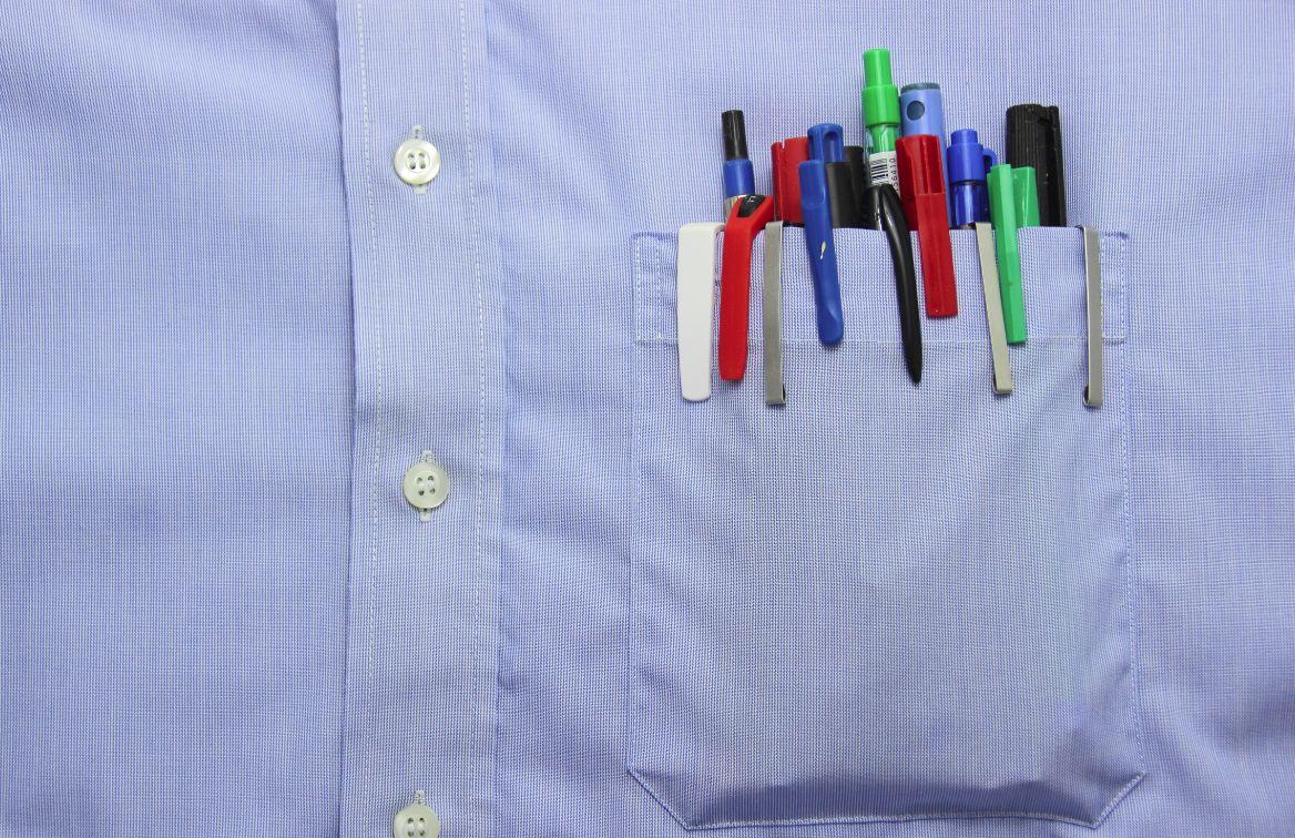 ポケットに詰め込まれたボールペン