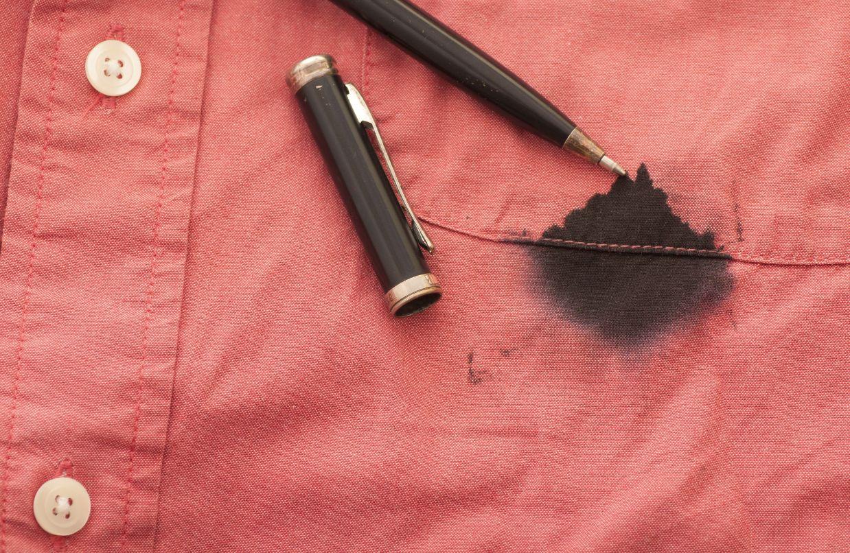 ボールペンで汚れた服
