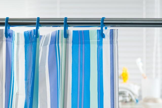 青いシャワーカーテン