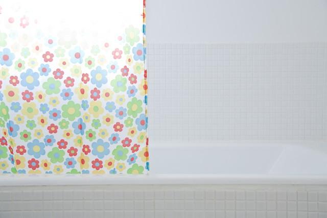 花柄のシャワーカーテン