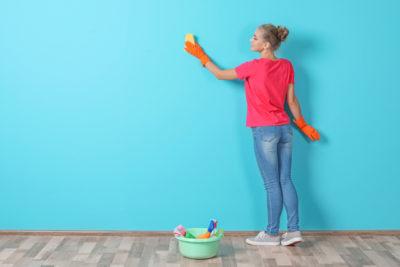 壁 掃除 女性