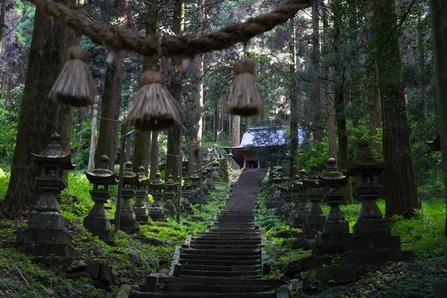 上色見熊野座神社の参道