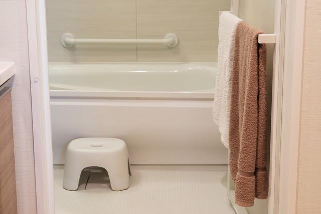 お風呂と椅子とバスタオル