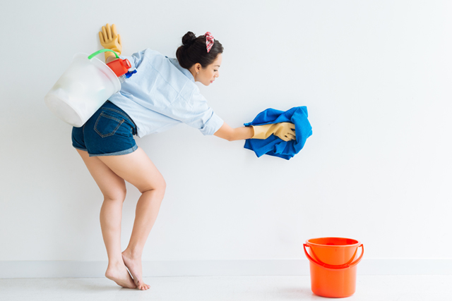 壁掃除 女性