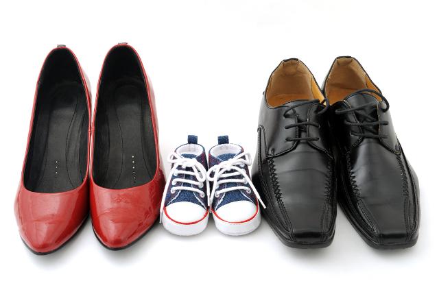 家族の靴,ハイヒール,スニーカー,革靴