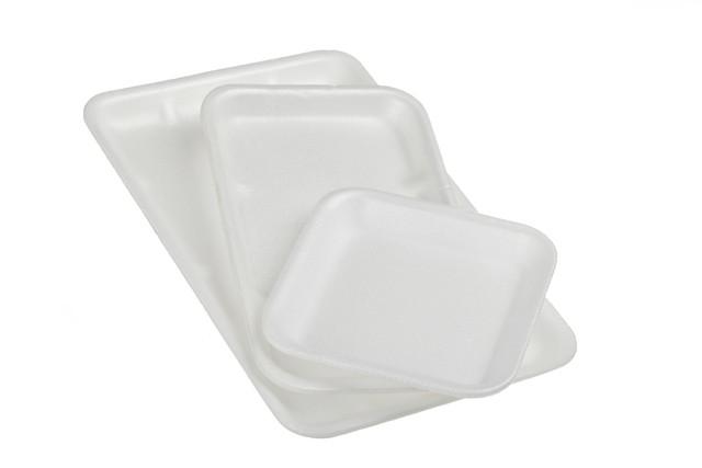 3つの発泡スチロールの皿