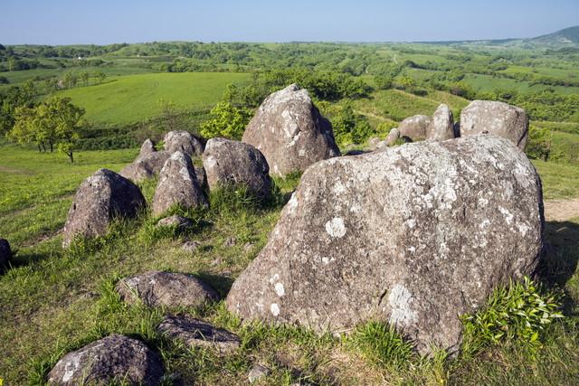 押戸石の丘と緑と空