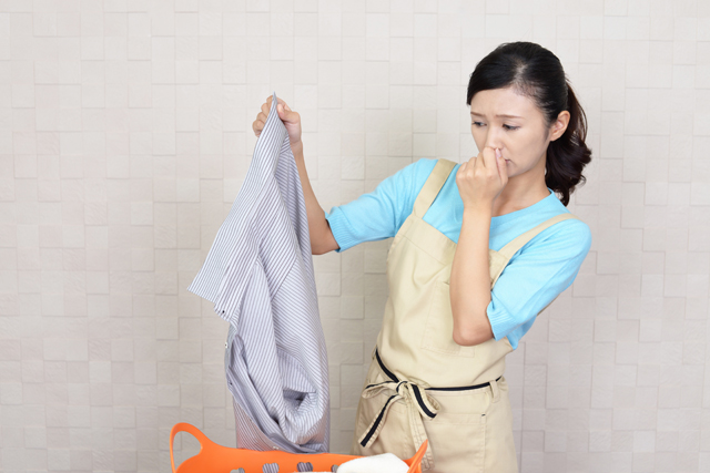 臭くなった洗濯物と主婦