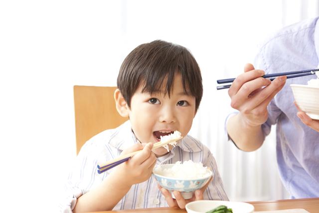 子供 ご飯 食べる