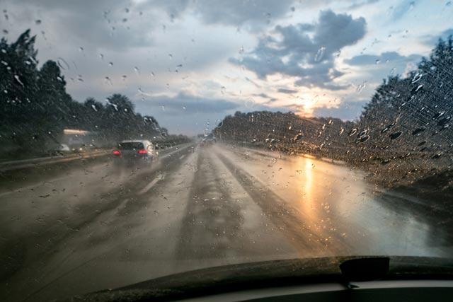 車 雨 視界良好