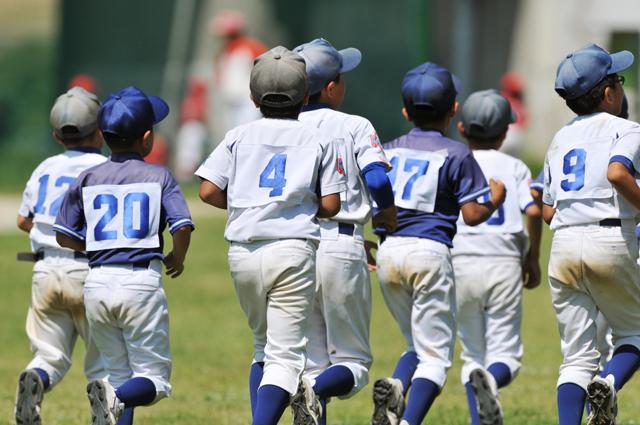 走る野球少年達