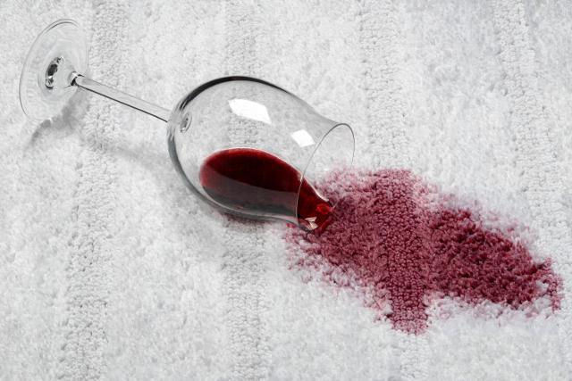 ワインの染み,カーペットにワインをこぼす