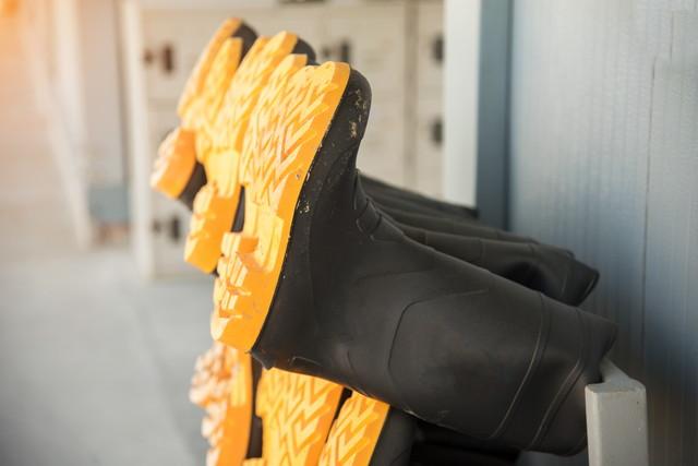 乾かしている長靴