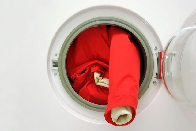 洗濯機に入れられたジャケット