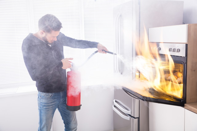燃えるオーブンと消化する人