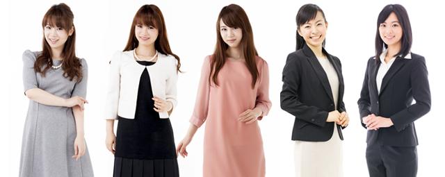 フォーマルな衣装の女性5人