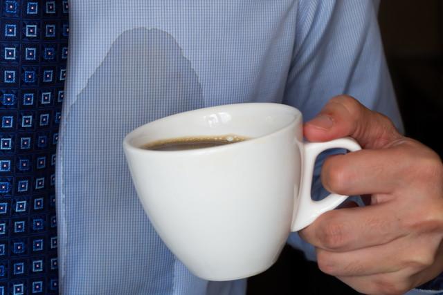 コーヒーの染みが付いた服