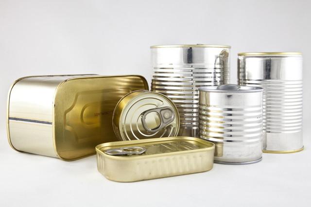 たくさんの缶詰