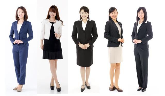 スーツ姿の女性5人