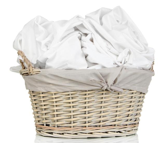 洗濯かごに入った布団カバー