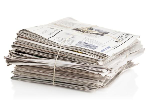 縛った新聞紙