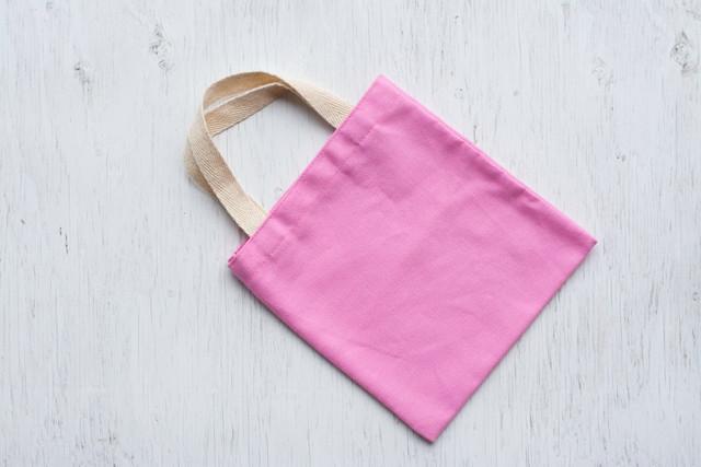 ピンク色のトートバック