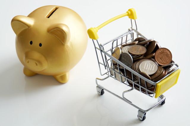 豚の貯金箱とカート
