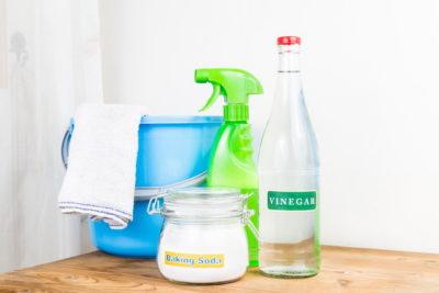 重曹と酢と掃除道具