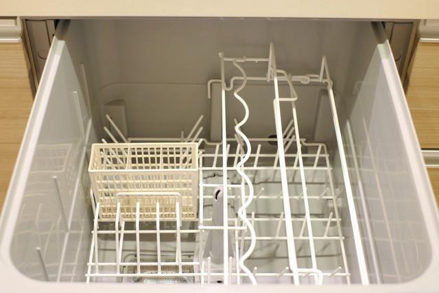 空っぽのビルドイン食洗機