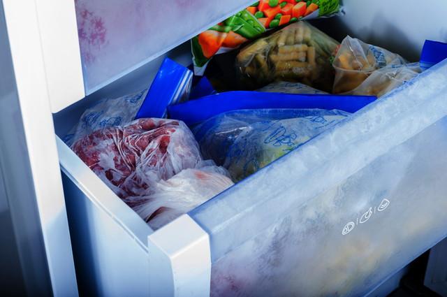 保冷バッグに入った食材