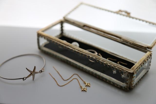 アンティークのアクセサリーボックス