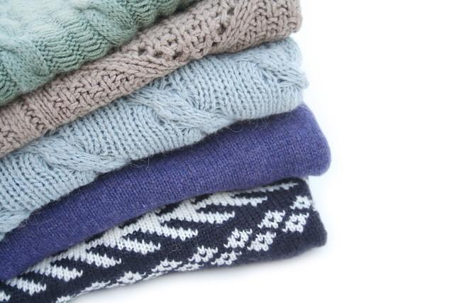 アクリル素材のセーター