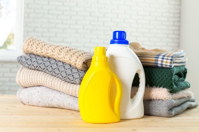 セーターを洗剤で洗う