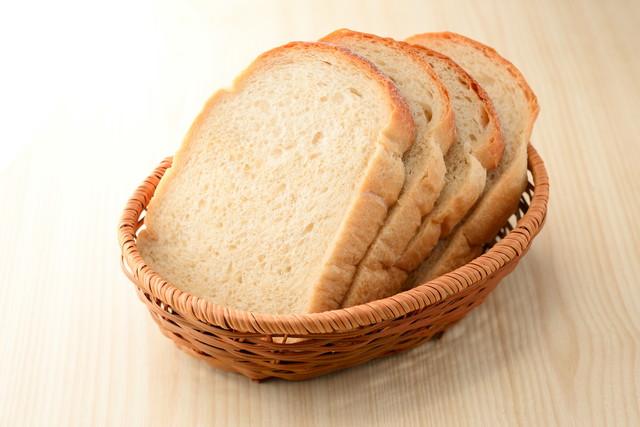 バケットに入ったパン