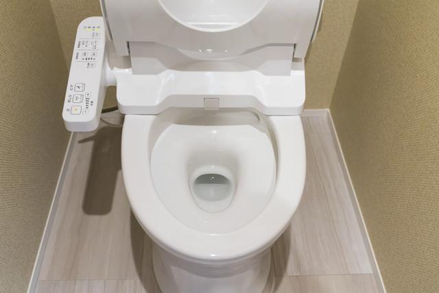 戦場されたトイレ