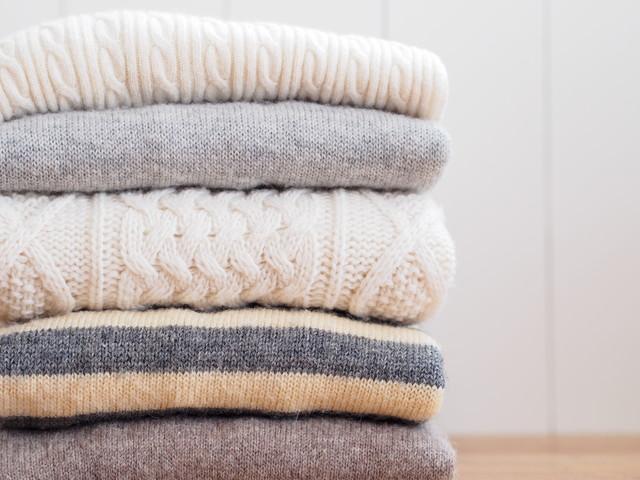 畳んだセーター