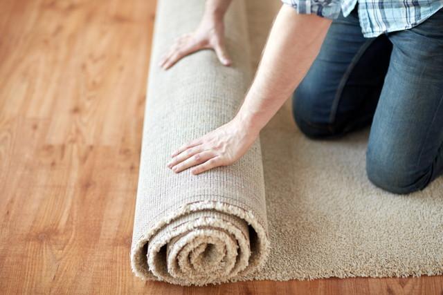 丸めたカーペット