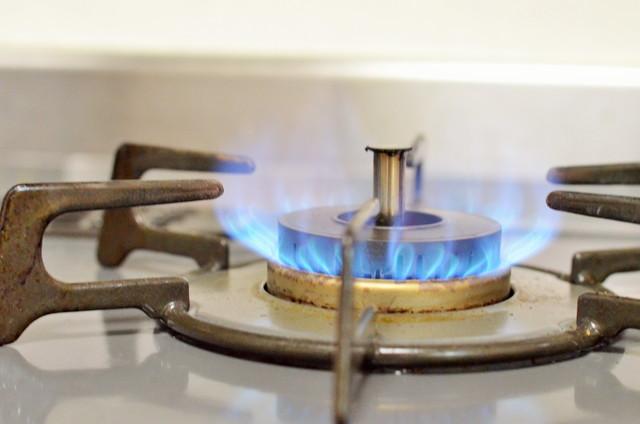 火がついているガスコンロ