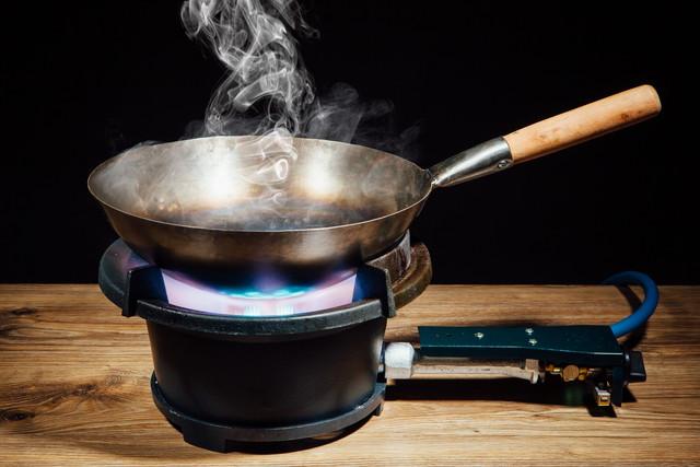 中華鍋を熱する