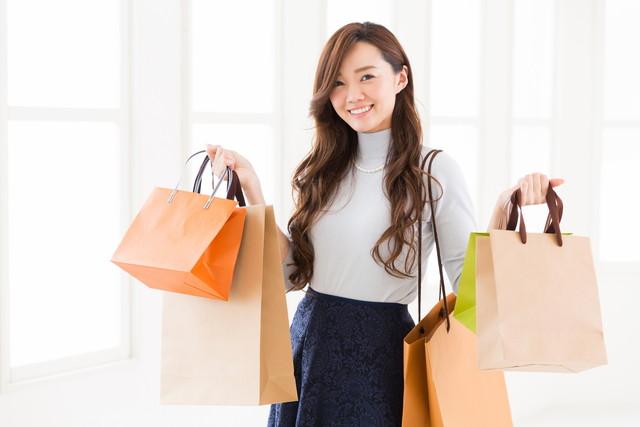買い物付きの女性