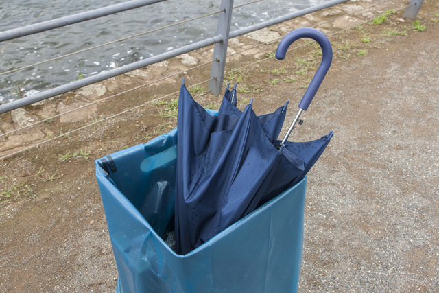捨てられた傘