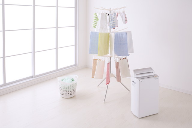 たくさんの洗濯物と部屋干し