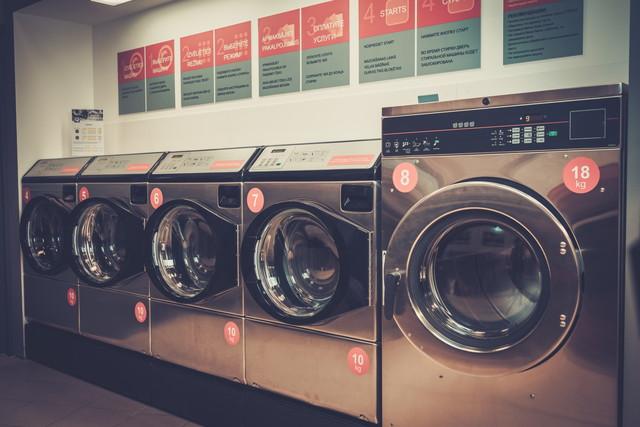 コインランドリー、5台の乾燥機